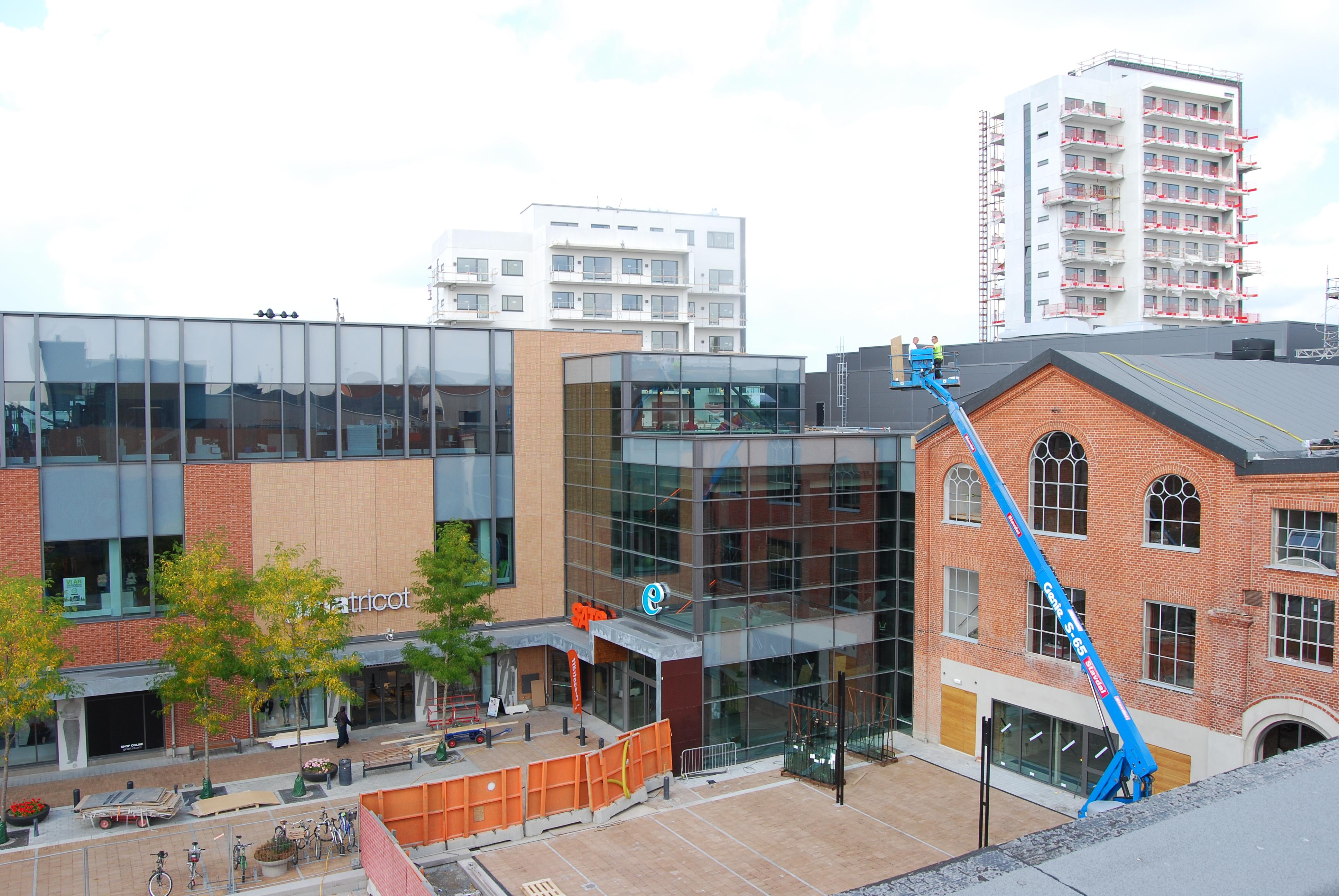 Mobilia 2 atrium ljungberg ab for Mobili mobilia