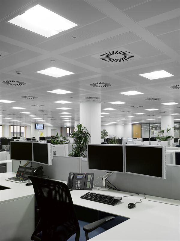 Contemporary open plan office accommodation - ISG