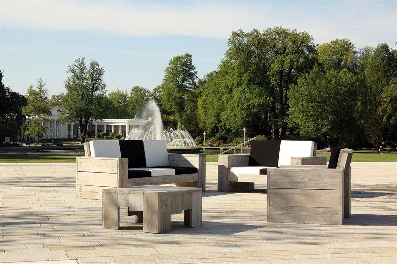 Wittekind Möbel probesitzen auf der landpartie im bückeburger schlossgarten