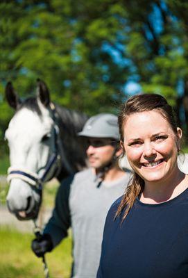 Foto1) En god säkerhetskultur minimerar riskerna att skadas  i arbetet med hästar