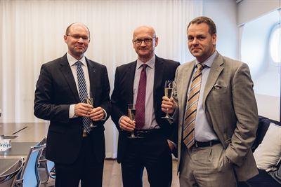03 Tripla allekirjoitustilaisuus 22.6.2016_kuvassa Kari Kauniskangas, Henrik Normann ja Jan Vapaavuori_YIT.jpg