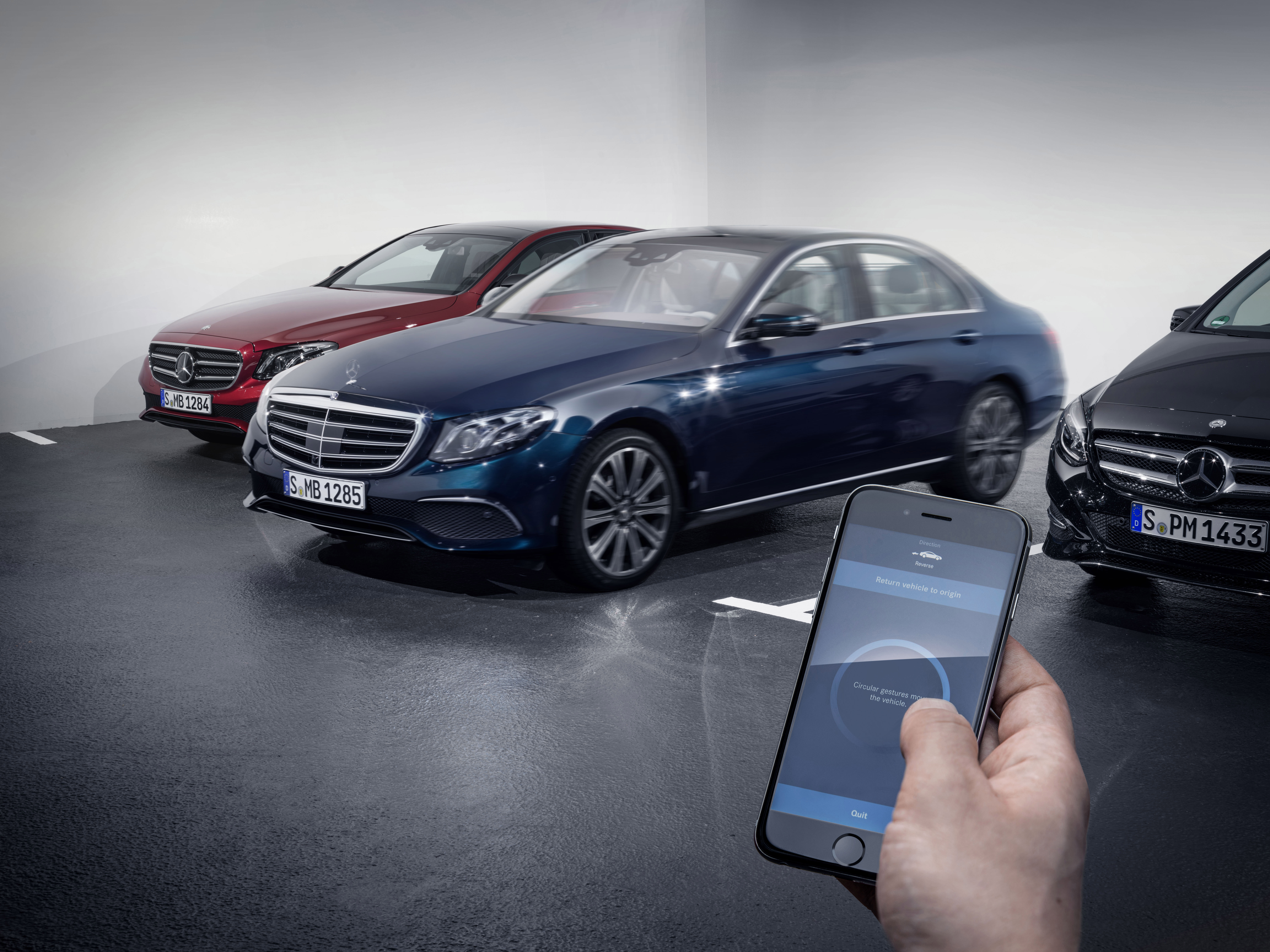 Remote parking mercedes benz for Mercedes benz parking