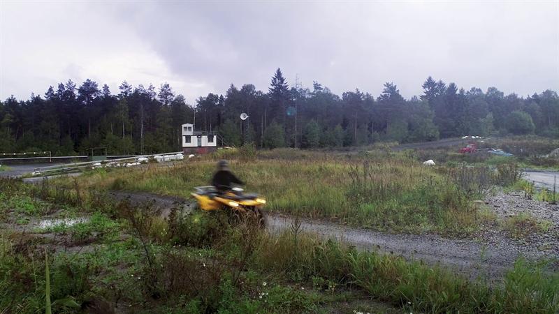 Fyrhjuling på övningsbana