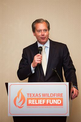 Champion of the Axe Award presented to Lt. Gov. David Dewhurst (R-TX)
