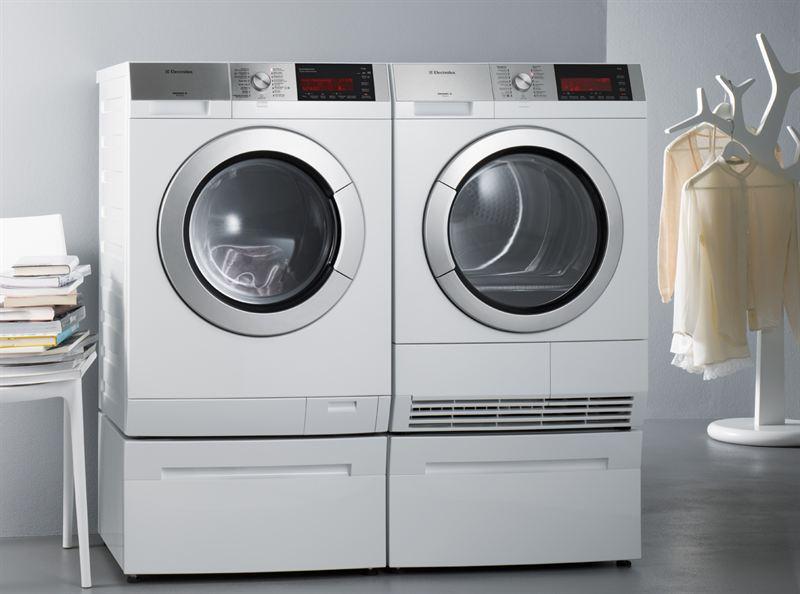 la coppia potente per la cura del bucato electrolux. Black Bedroom Furniture Sets. Home Design Ideas