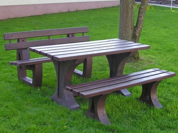 New Material Made From Recycled Plastic Outperforms Traditional Garden Furniture Materials