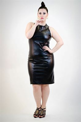 Leading uk plus size fashion designer 39 one one three 39 set Plus size designer clothes uk