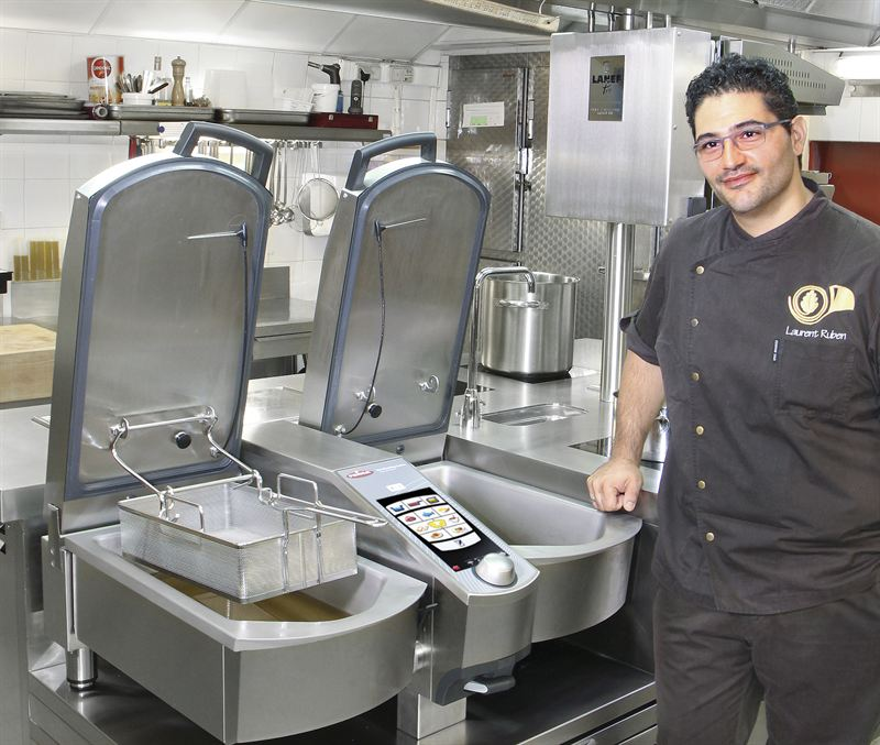head chef laurent ruben with the 15 000th variocooking. Black Bedroom Furniture Sets. Home Design Ideas