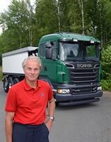 Sandro Grimpe in front of a truck