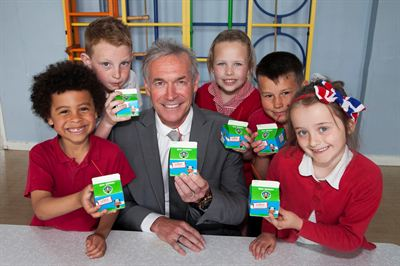 Cool Milk&#39;s Medical Adviser Dr Hilary Jones with pupils Tobias Burke (6), Kyle Pattison (9), Libby Watson (8), Liam Kenny (10) and Evie Lloyd (7)