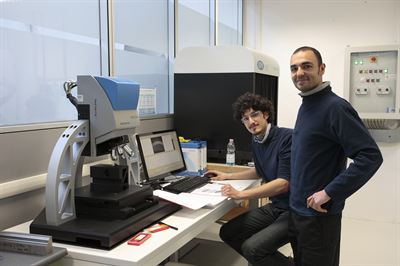 Francesco Minutillo, Application engineer and Sandro Mauriello, Laboratory operator try out the new 3D scanner