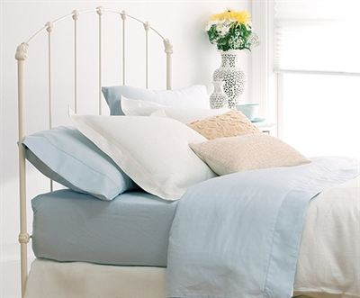 Rutherford bed in Antique White