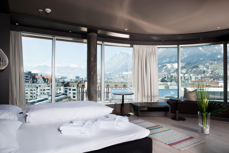 hotel adlers panorama suite innsbruck horton pr. Black Bedroom Furniture Sets. Home Design Ideas