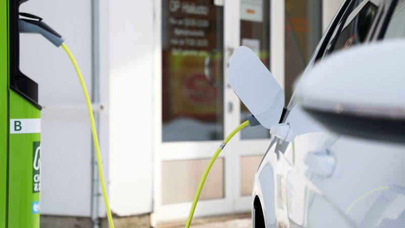 charge and drive genrebild