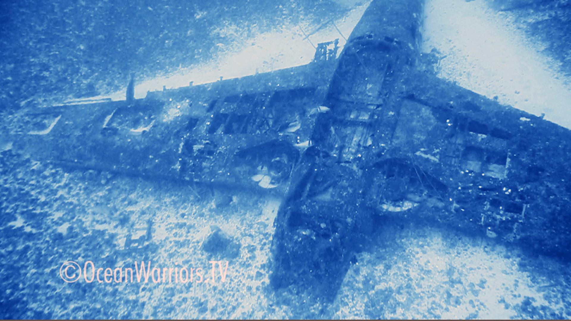 Helldiver fuselage upside down on ocean floor ocean warriors for Ocean s floor