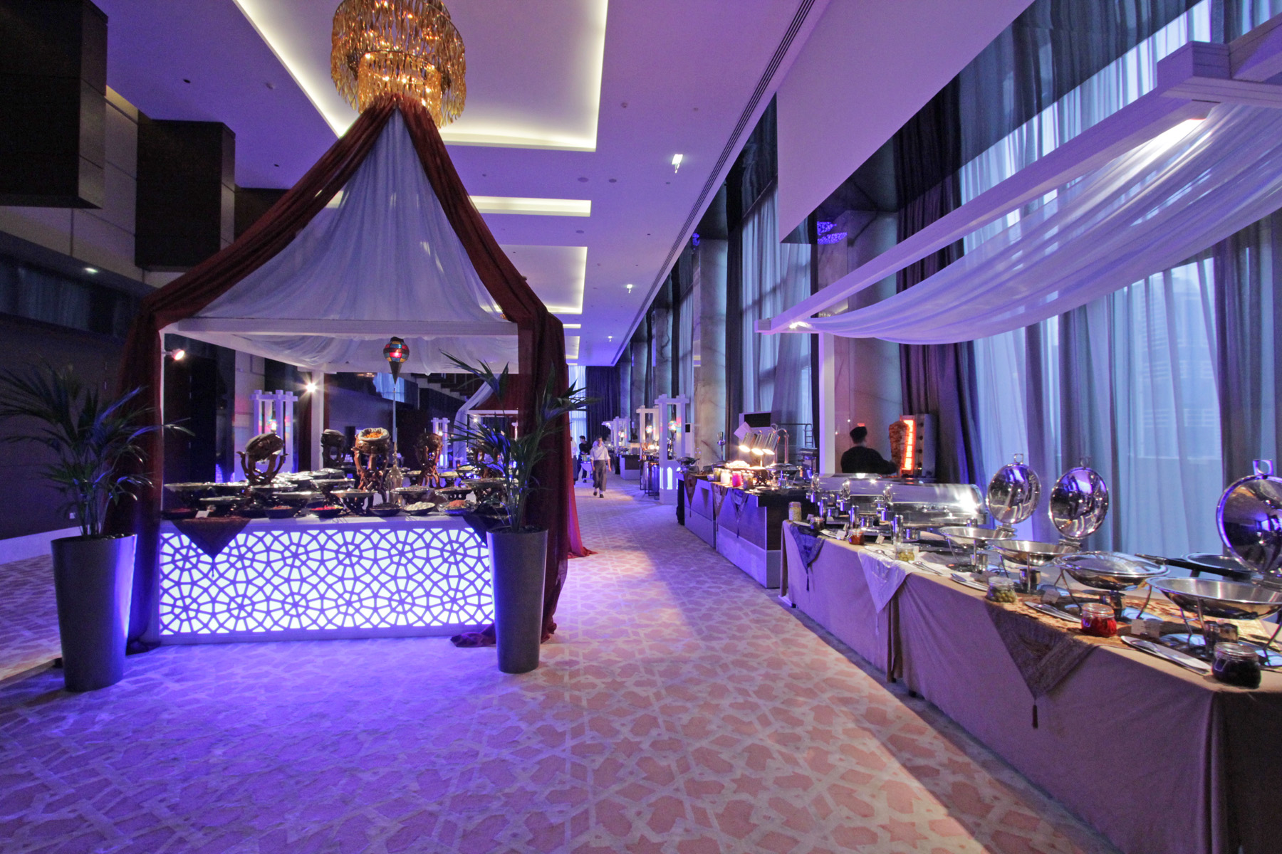 ramadan in dubai Ramadan in dubai, etiquette to be followed during ramadan, are public amenities affected which restaurants offer dine during ramadan in the morning.