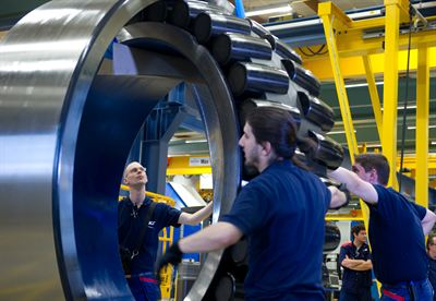 SKF workers assembling the bearing for Las Vegas High Roller-Low