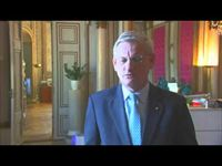 Carl Bildt welcomes participants and the public to SIF2013