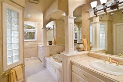 Romantiskt badrum vi i villa Bathroom remodeling contractors pittsburgh
