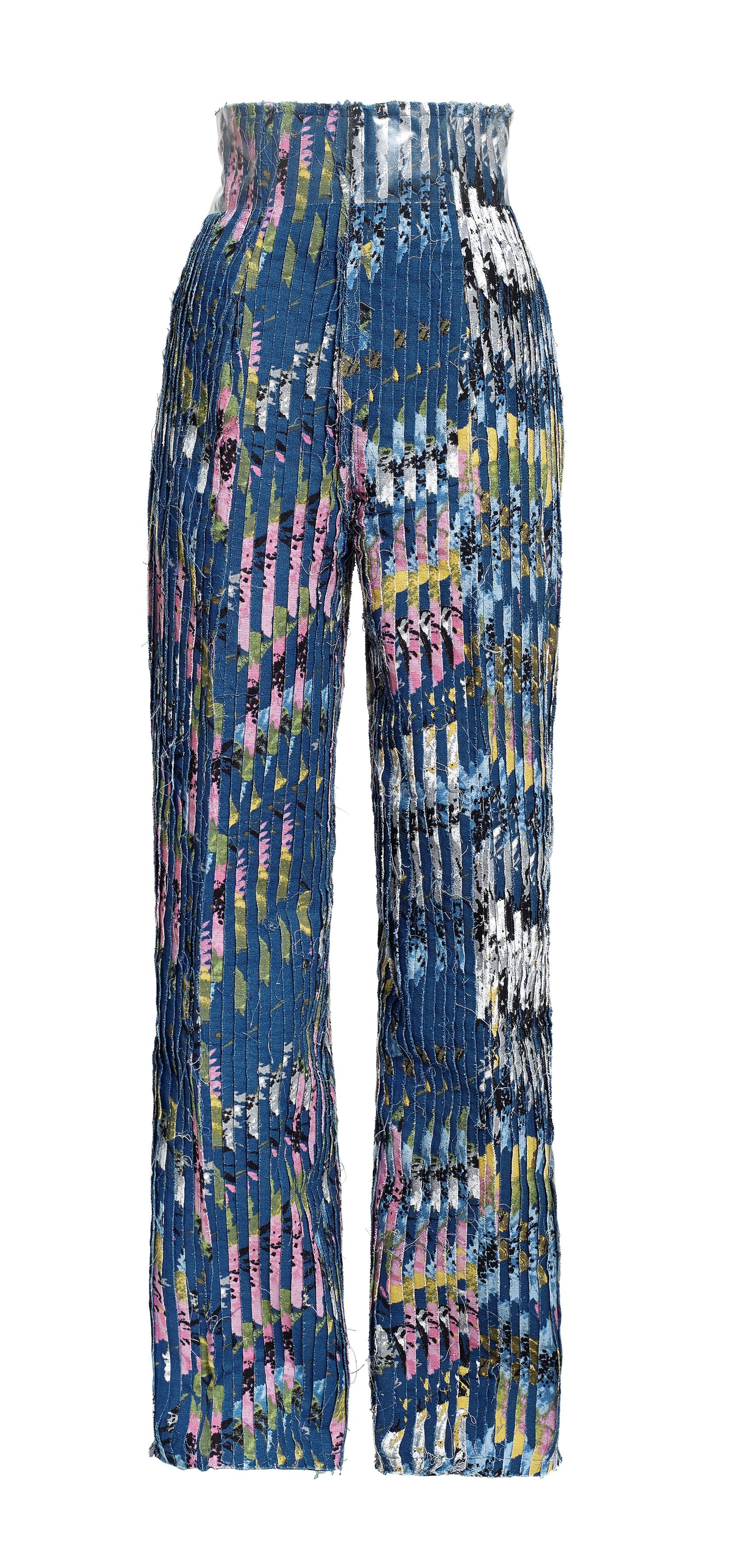 h m hennes mauritz ab in H&m eli hennes & mauritz (täydelliseltä nimeltään h & m hennes & mauritz ab (publ)) on ruotsalainen kansainvälisesti toimiva vähittäiskaupan konserni, jonka valikoimissa on naisten, miesten ja lasten vaatteita sekä kosmetiikkaa sekä vuodesta 2009 kodintekstiilejä (h&m home.
