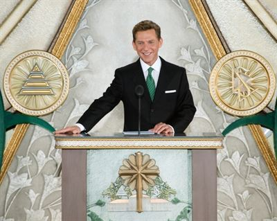 05-Church-of-Scientology-Padova-Grand-Opening-David-Miscavige