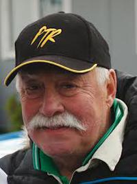 """... på 215 år med Erik Berger 89 år, legendariske racingföraren Picko Troberg 76 år och sonen Anders 50 år, att göra premiär med sitt team """"215"""". - a9da5db6bc0b097b_400x400ar"""