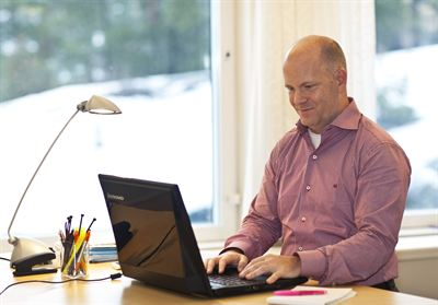 Tobii's CEO Henrik Eskilsson using the eye-controlled laptop prototype