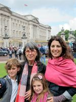 Evelyn Hannon with daughter Erica Ehm & grandchildren in London