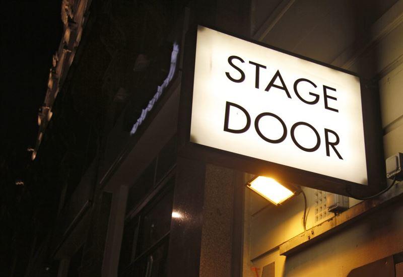 Helsingin Kaupunginteatteri Lauluja Broadwaylta ja West Endist kuva Schutterstock