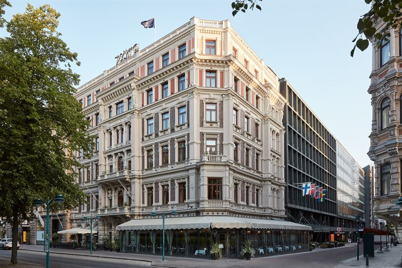 KUVA: Hotel Kämp on koko 130-vuotisen historiansa ajan toiminut kaupungin maamerkkinä Helsingin kasvaessa ja kehittyessä eurooppalaiseksi pääkaupungiksi. Viiden tähden hotelli kuuluu Kämp Collection Hotels -ketjuun, jonka hotelliketju Nordic Choice Hotels omistaa.