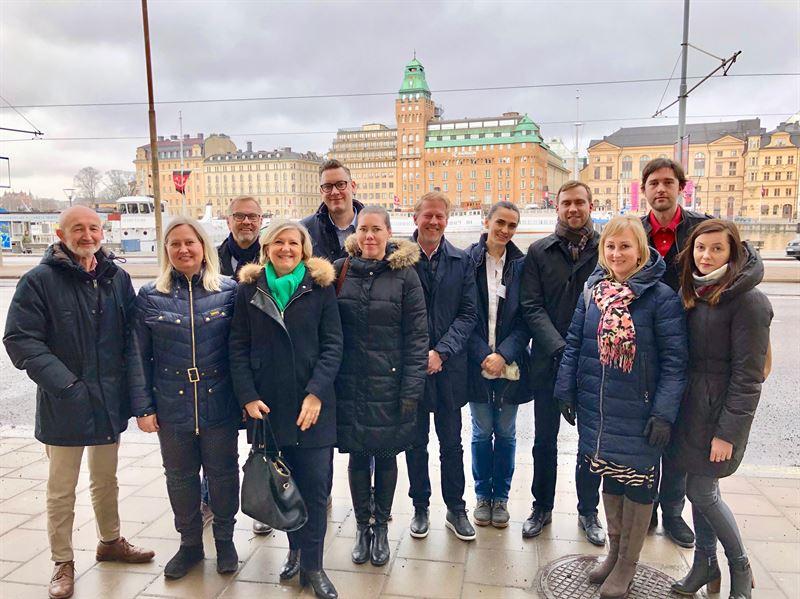Representanter frn Airbus tillsammans med Punkt PR och samarbetsbyrerna som har ansvar fr fretagets prarbete i norra Europa Lngst bak Robert Nystrm Olov Hjrtstrm Baudin och Fredrik Pallin