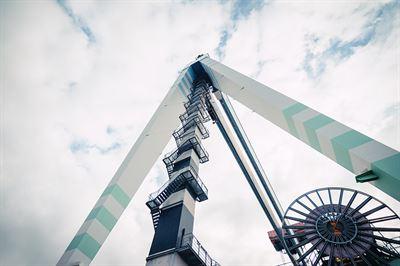 crane from below-2