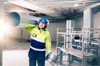 Caverion Mitarbeiter auf Baustelle_Caverion GmbH