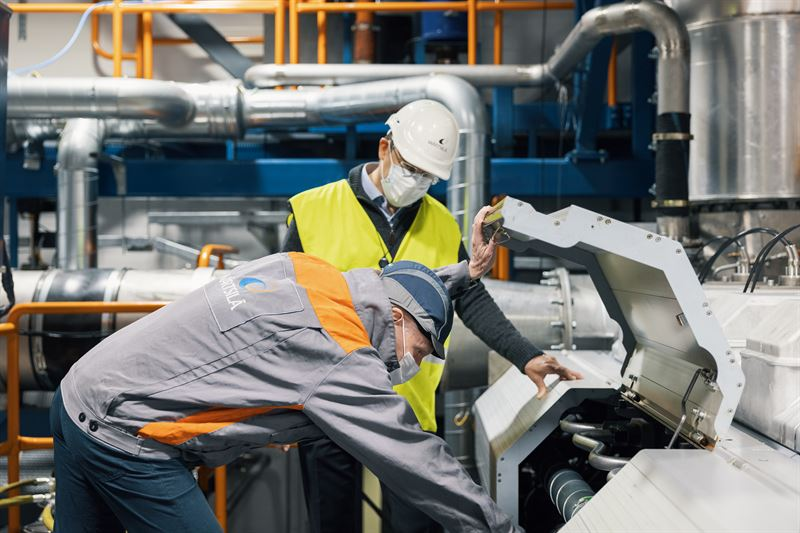 Full-scale tests are being carried out by the Wärtsilä's engine laboratory team in Vaasa to assess the optimum engine parameters for running on hydrogen and ammonia fuels. © Wärtsilä Corporation