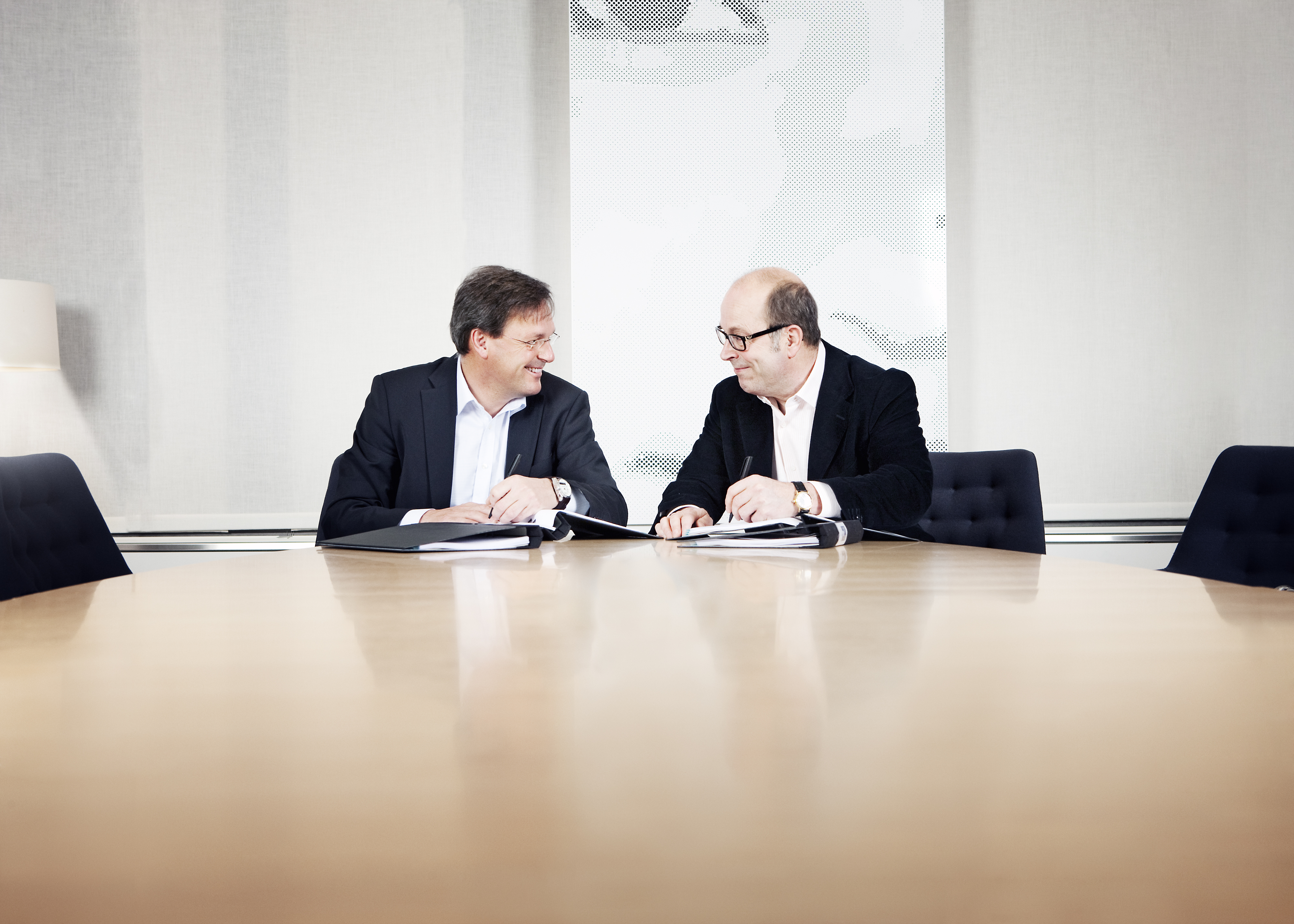 Photo Jan Scherman and Mikael Bäckström signing