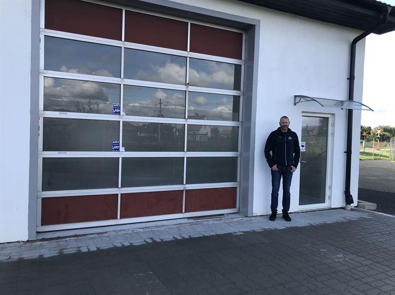 stationschef Patrik Bengtsson vlkomnar till Bilprovningens nyetablering i Klippan