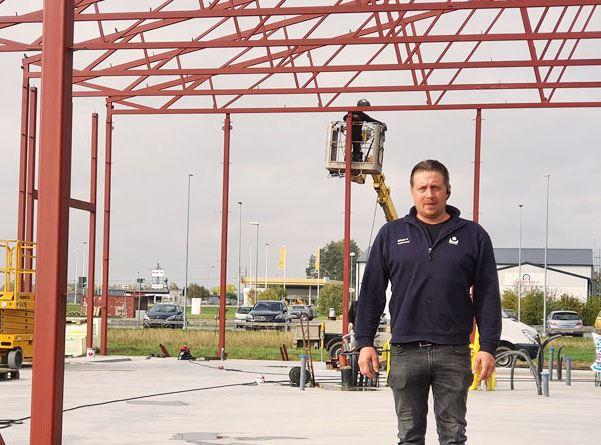 Stationschef Mikael Halldin p platsen fr Bilprovningens nybygge i Ljungsbro
