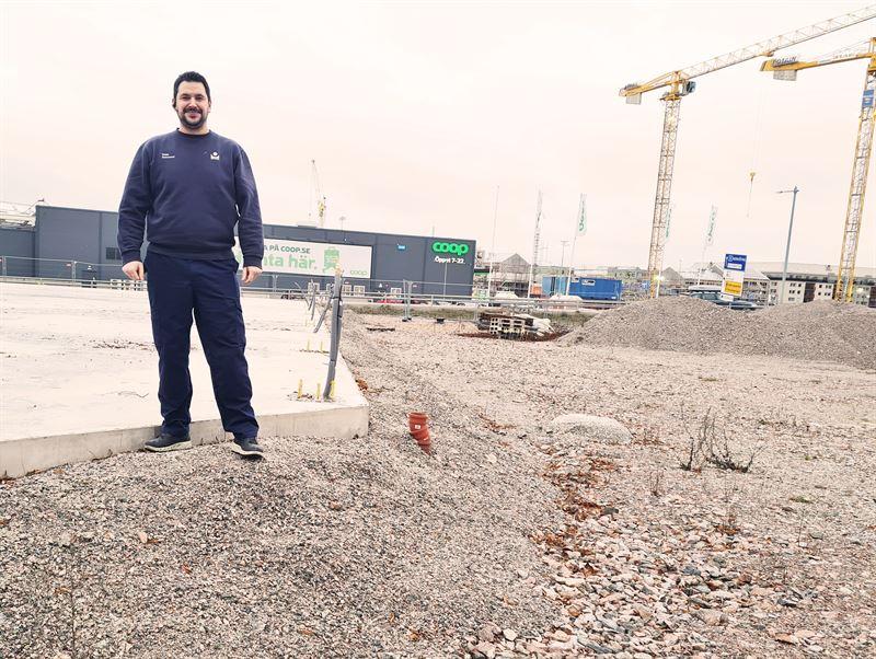 Stationschef Salaheddin Chatty vid Bilprovningen rebroLadugrdsngen