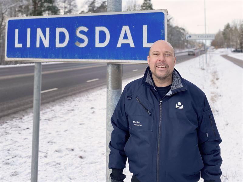 Stationschef Mattias Johansson berttar om Bilprovningens nya station i Kalmar
