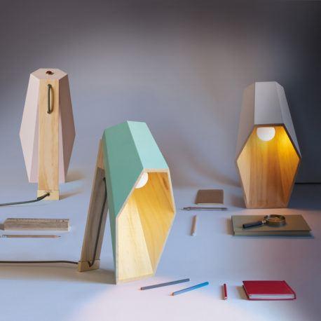 des lampes en bois dans une vari t de couleurs et de styles chez. Black Bedroom Furniture Sets. Home Design Ideas