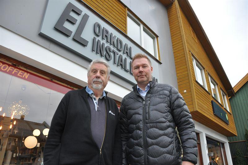 Fra venstre Styreleder og medeier i Orkdal Installasjon Birger Steen sammen med regiondirektr Midt i Bravida Norge Petter Storhaug