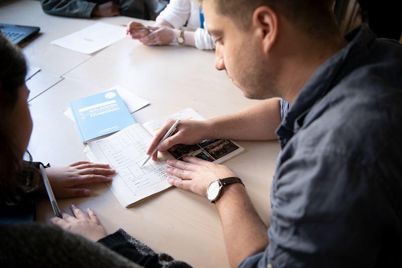 Hr r Lxhjlpen igng med att sttta elever att gra sina lxor Foto Stiftelsen Lxhjlpen