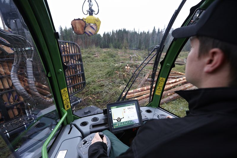 John Deere first with crane tip control on forest machines