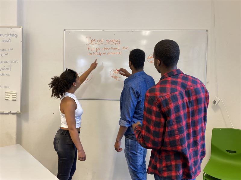 I frsta steget av utbildningen r det fokus p ide genering och brainstorming Foto Frebildarna