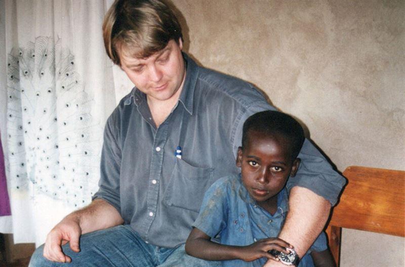 Peter med en frldrals pojke strax efter kriget
