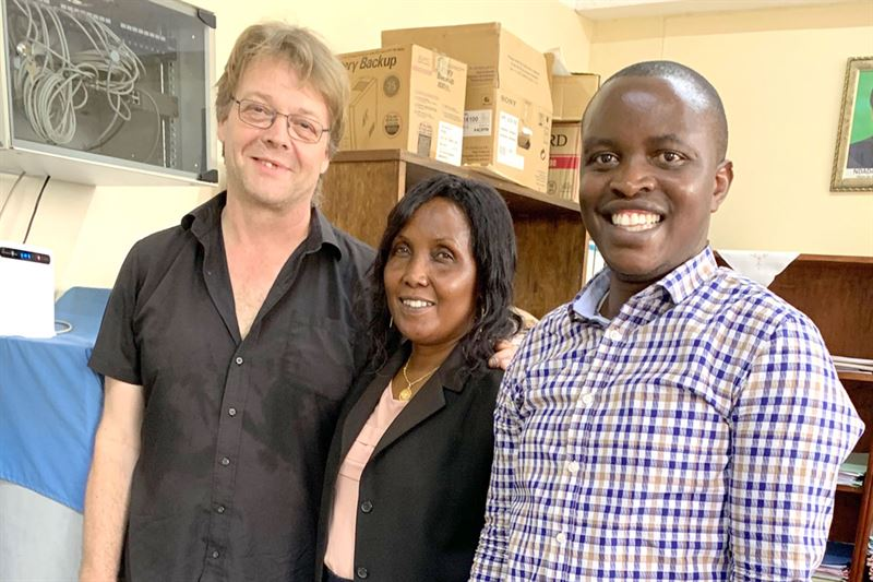 Director general of Urban Planning and Housing mrs Emmerence Ntahonkuriye in the middle Peter Rinaldo Blockhomes to the left
