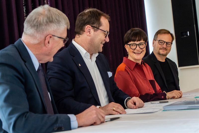 From left  Sren Holm Johansen and JensPeter Saul Ramboll and Mette Kynne Frandsen and Louis Becker Henning Larsen