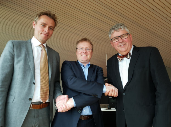Picture taken after todays signing From left Ola Borten Moe Rich Denny Managing Director AS Norske Shell and Erik Haugane