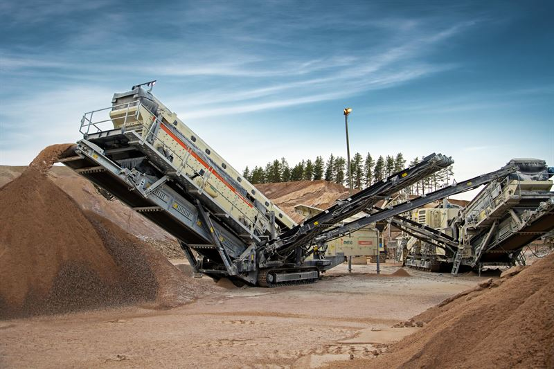 Lokotrack ST410 mobile screen is ideal for demanding largescale aggregates production