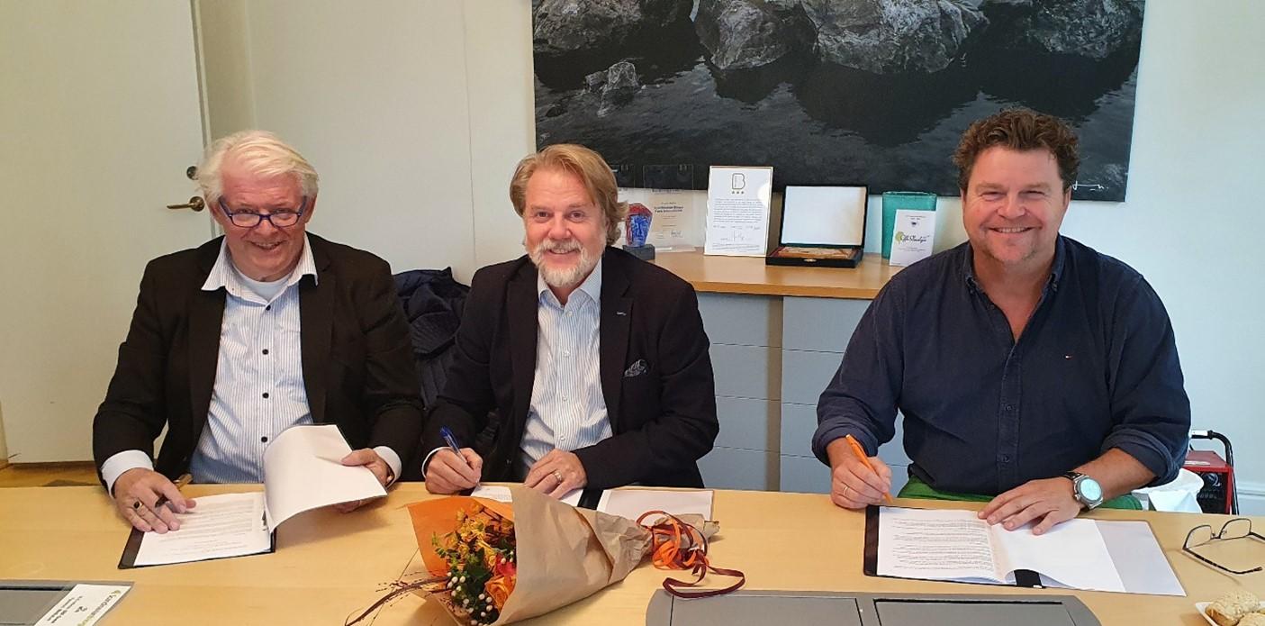 Från  vänster: Mats Ekelund, VD för OrangeGas Sverige AB, Michael Wallis Olausson, VD för Scandinavian Biogas Sweden AB och Marcel Borger, VD och grundare av OrangeGas BV.